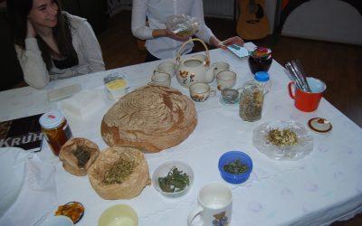 Zdravilni čaji in kruh iz krušne peči
